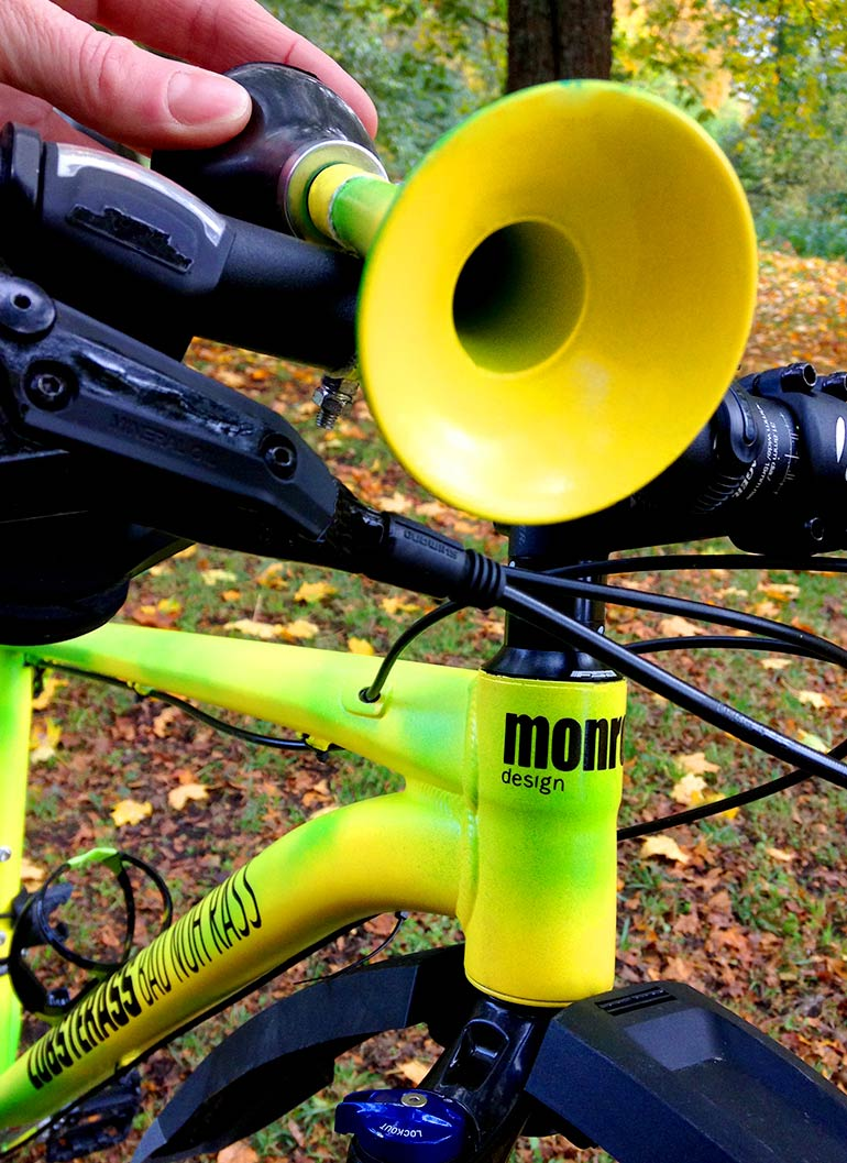 770_monroedesign_custom_bike_horn