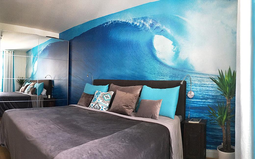 Fototapet med våg för surfare - annorlunda sovrum inredning - MONROE DESIGN AB i Stockholm